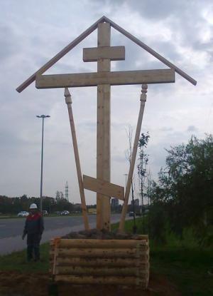 """КРЕСТОПОВАЛ И КРЕСТОВОЗДВИЖЕНИЕ: в Царском селе устанавливают спиленные поклонные кресты. """"ГЛАС ПРАВОСЛАВНОГО НАРОДА"""" - ГАЗЕТА ДЛЯ ПРОСТЫХ ЛЮДЕЙ"""