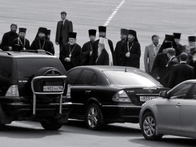"""""""ГЛАС ПРАВОСЛАВНОГО НАРОДА"""" - ГАЗЕТА ДЛЯ ПРОСТЫХ ЛЮДЕЙ. УДАЛИТЬСЯ ОТ СОБЛАЗНА: патриарх Кирилл призвал священство ездить на скромных автомобилях"""