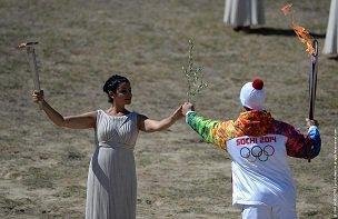 Жреческий огонь не выдержал Кремлевских святынь :: В Москове потух олимпийский огонь, торжественно доставленный из Греции (ВИДЕО)