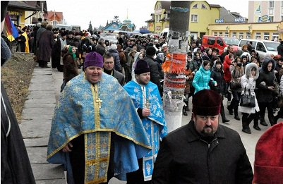 Весь день звонят колокола, созывая православных на защиту святыни :: О ситуации вокруг Почаевской лавры (обновлено ВИДЕО+ФОТО)