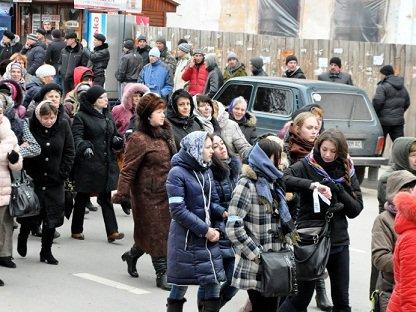 Весь день звонят колокола, созывая православных на защиту святыни :: О ситуации вокруг Почаевской лавры (ВИДЕО+ФОТО)