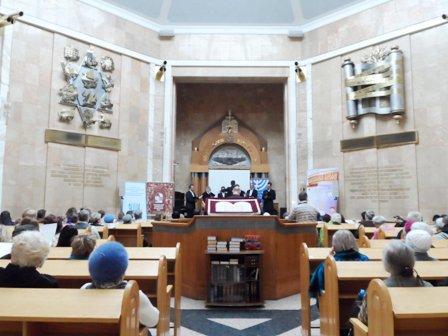 Пасхальный жидовский марафон :: В мемориальной синагоге на Поклонной горе выступил иеромонах Димитрий (Першин)