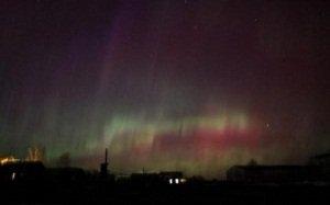 Это интересно :: Необычное явление: Северное сияние пришло к жителям средней полосы России + видео
