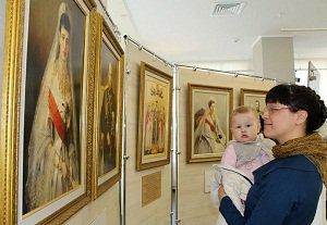«Ярчайший образец христианского семейного уклада» :: В Могилеве открылась выставка «Венценосная Семья»