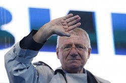 Обвинитель МТБЮ настаивает на возвращении в Гаагу сербского политика: Невыдача Шешеля может отсрочить перспективу вступления Сербии в ЕС
