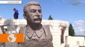Православная часовня Александра Невского строится в едином ансамбле с памятником Иосифу Сталину, одному из самых кровавых диктаторов ХХ века