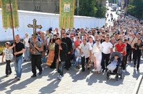 8 крестных ходов вошли в Почаев на празднования «Почаевской» иконы Божией Матери