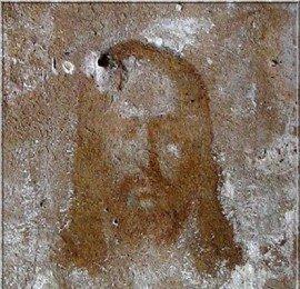 Нерукотворный лик Христа вновь проявился на стене разрушенного монастыря
