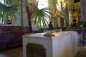 В Петропавловской крепости началось вскрытие гробницы Александра III