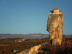 Церковь и лестница к небу, Кацхийский Столп (Кацхис Свети): В Грузии, в селе Кацхи, возобновилась монашеская жизнь