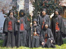 Русские монахи с Афона просят о молитвенной поддержке: Собор Старцев Великой Лавры принял решение об их изгнании с Афона