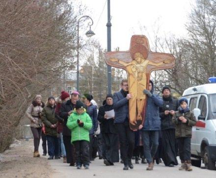 Свидетели католической ереси шествуют по русским городам