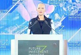 «Если вы будете добры ко мне, я тоже буду любезна с вами»: Гастроли по миру робота-убийцы Софии Хэнсон