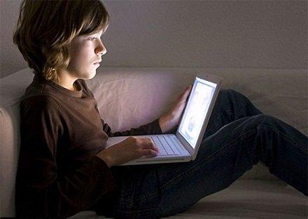 Детская порно-зависимость: Большинство родителей не знают, что делают их дети