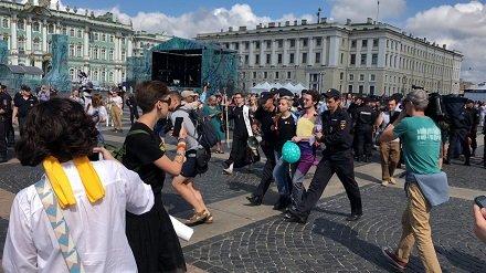 Отрадно: Дворцовую площадь очистили от гомосеков