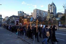 В Киеве на Крестном ходу миряне зачитали анафему Варфоломею