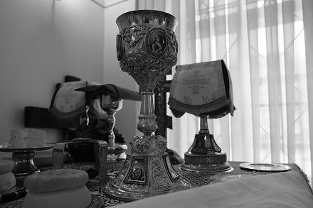 Управляющий делами Московской патриархии митрополит Тверской и Кашинский Савва совершил обновленческую литургию на русском языке
